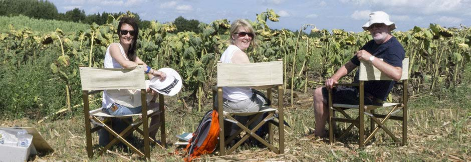 Happy painting guests in tuscan fields