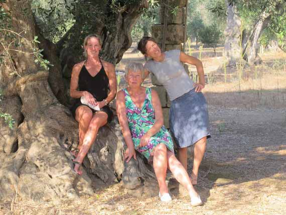 3 women taking a break from their painting lesson in Sicilian sunshine