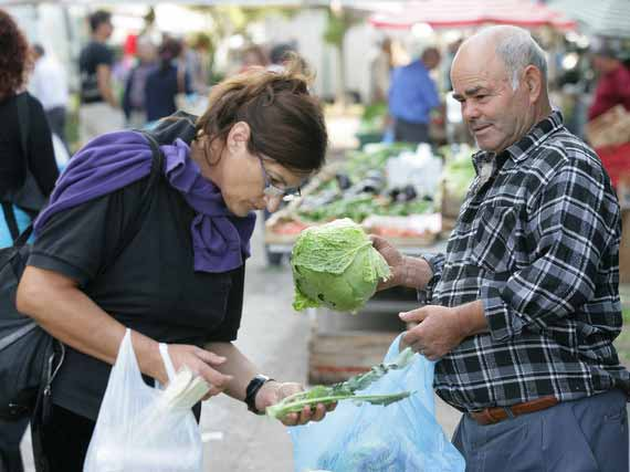 Guest looking at fresh Tuscan vegetables at market