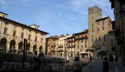 arezzo square