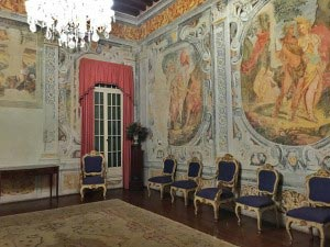 villa-padova-interior-paintings