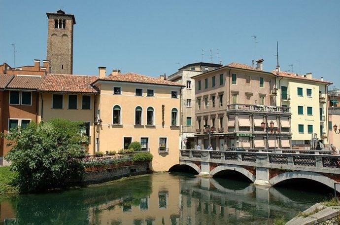 Treviso bridge and buildings
