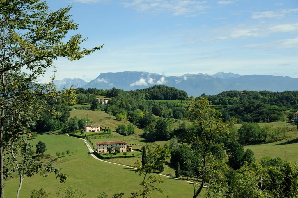 shows green hills of the veneto region of Italy