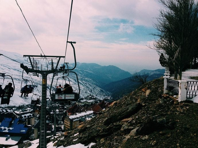 Teleférico de Sierra Nevada y vista de las montañas