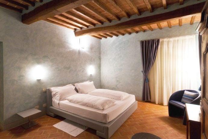 Villa-Casanova-Tuscany-bedroom
