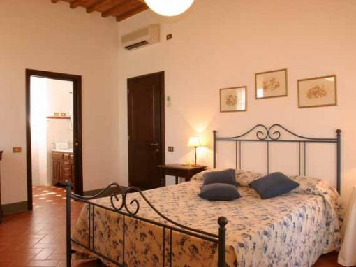 Luxurious bedroom and comfortable bed at villa la Frasca.