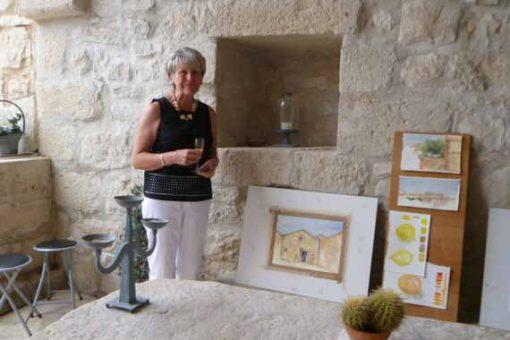 Painting guest presenting her art in Sicily.