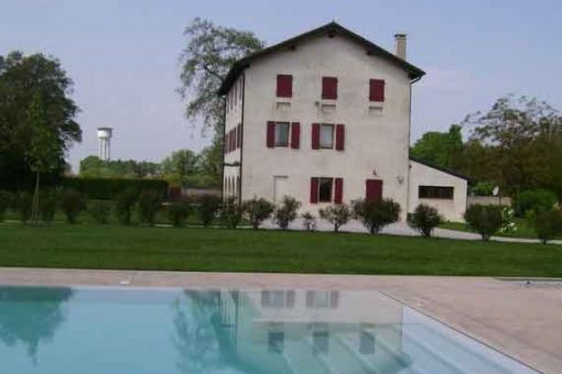Large holiday villa in Veneto's rural area with outside pool.