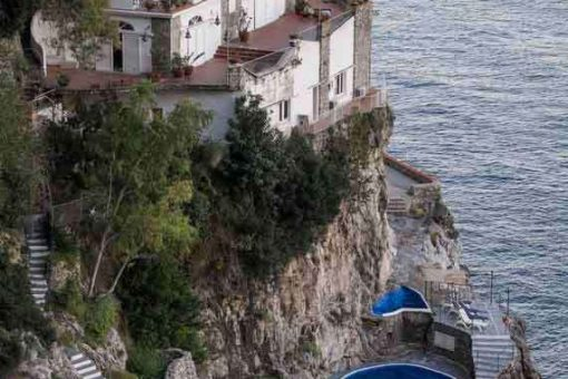 Outdoor pool, view of cliffs and our holiday villa in Amalfi.