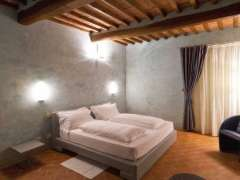 Comfortable double bed in villa casanova