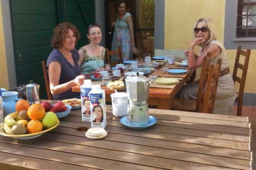 Women eating breakfast outside after Pilates lessons